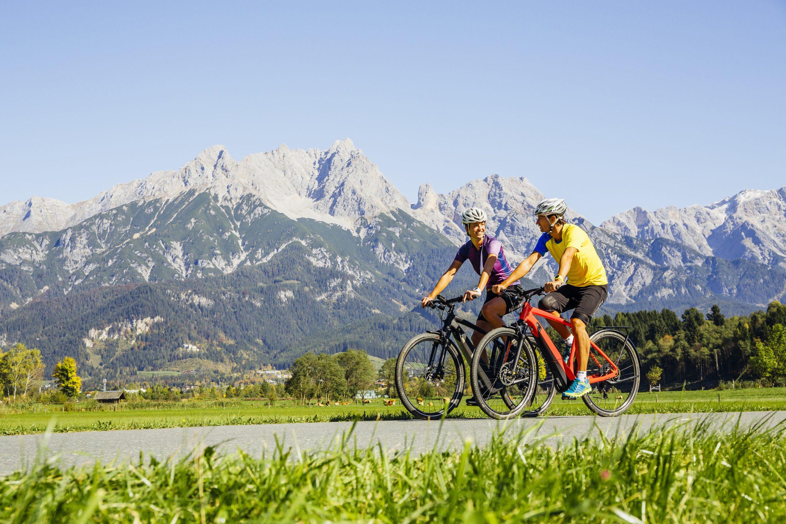 Radfahren begleitet vom Panorama der Dolomiten - eine unvergessliche Radtour am Tauernradweg