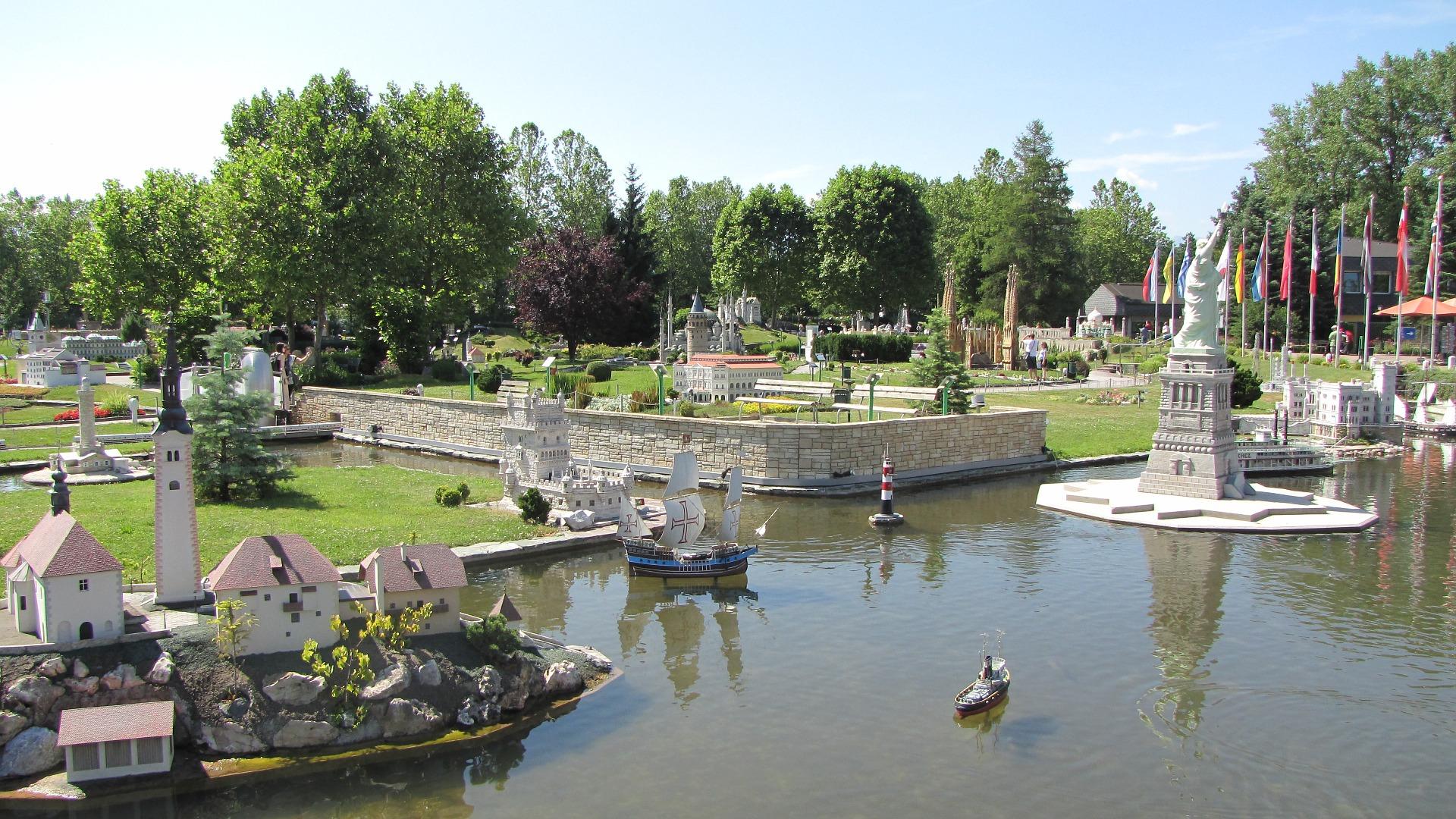 Klagenfurt bietet Radfahrern tolle Ausflugsmöglichkeiten wie den Erlebnispark Minimundus