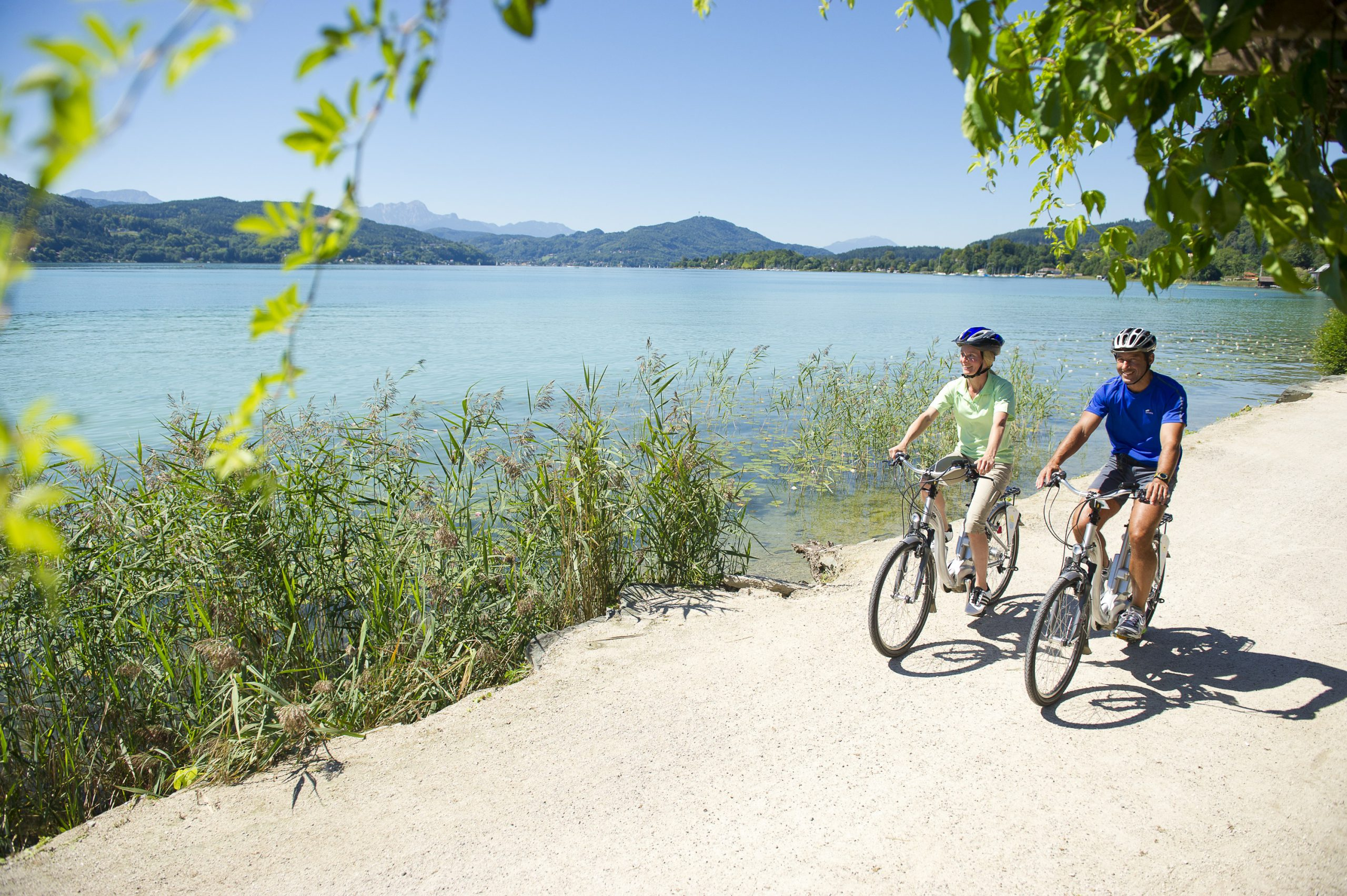 Der Wörthersee lädt zum Baden und Radfahren ein
