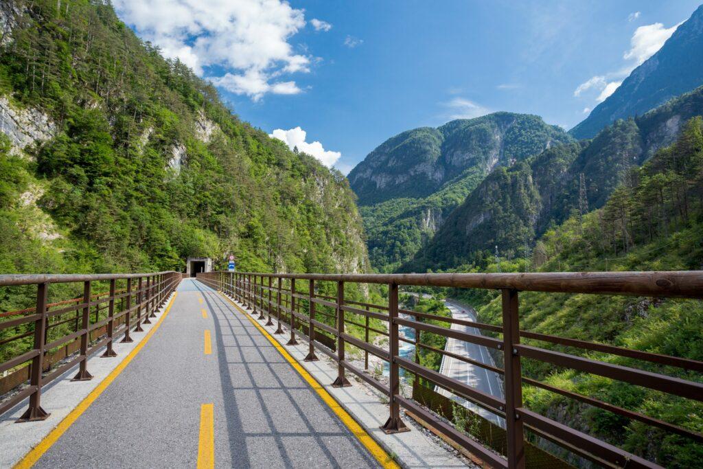 dem Fahrrad die Alpen überquerren und die Vielfalt Österreichs und Italiens erleben
