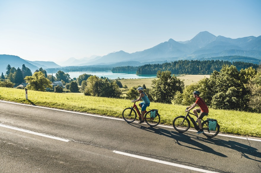 cycle around the turquoise Faaker See