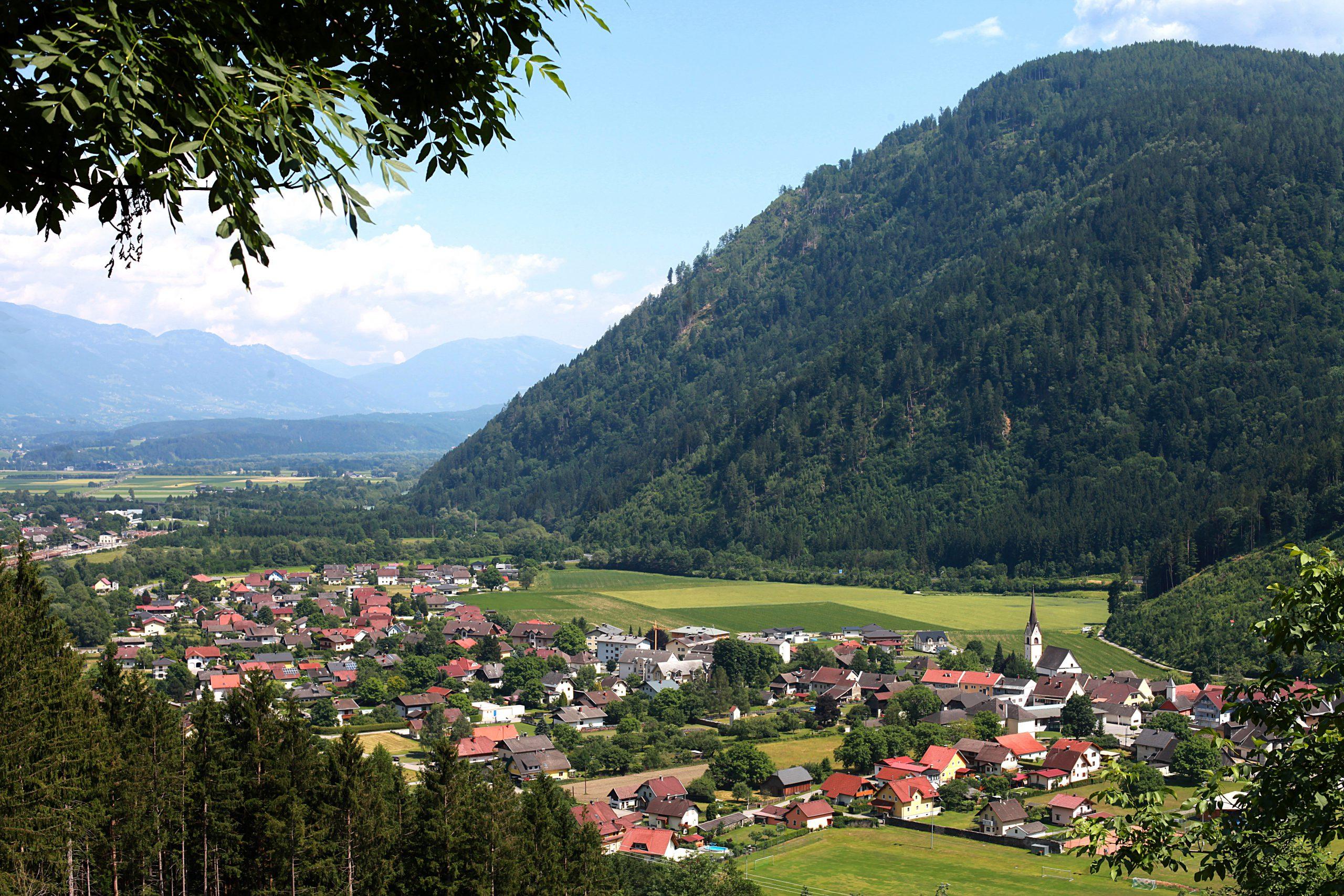 Bike tour in Carinthia - cycling through Sachsenburg