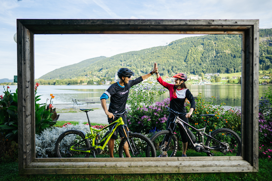 einzigartige Erlebnisse im Radurlaub - der tiefgrüne Ossiacher See lässt sich wunderbar mit dem Fahrrad umrunden