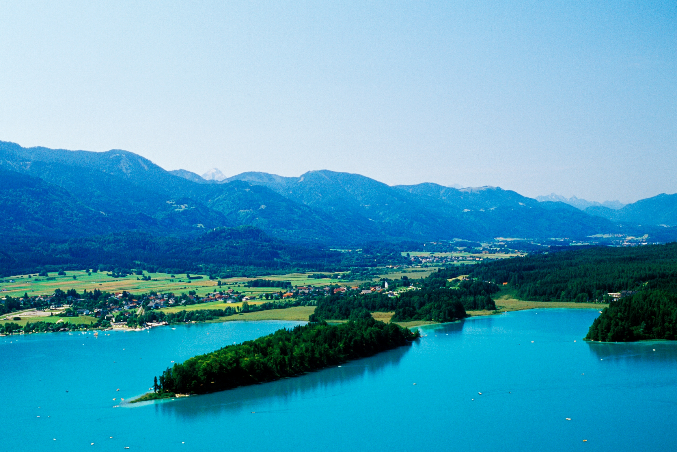 the turquoise-blue Faakersee is one of the most popular bathing lakes in Carinthia