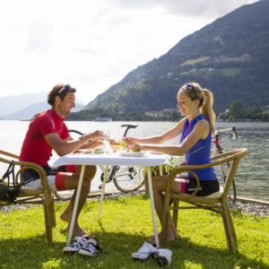 der Ossiacher See lädt zum pausieren ein - tolles Erlebnis - Essen direkt am See