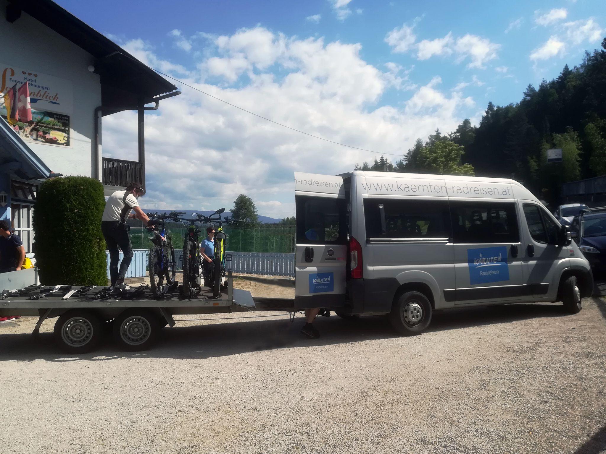 Laat uw bagage gemakkelijk vervoeren - de fietspadbus Carinthia Radreisen Drau